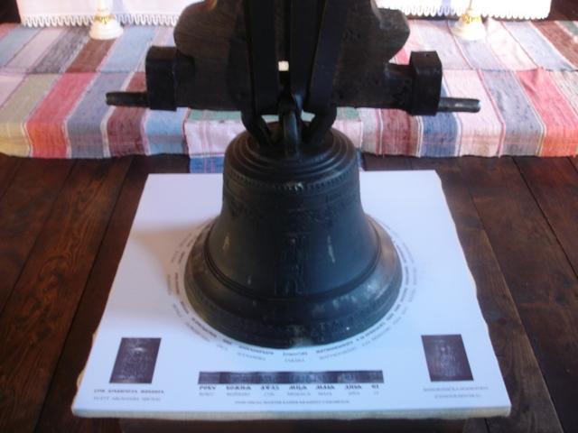 Zvon s popisom v Braillovom písme