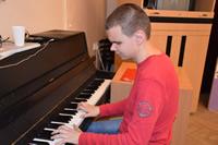 Spríjemnenie voľných chvíľ hrou na klavíri